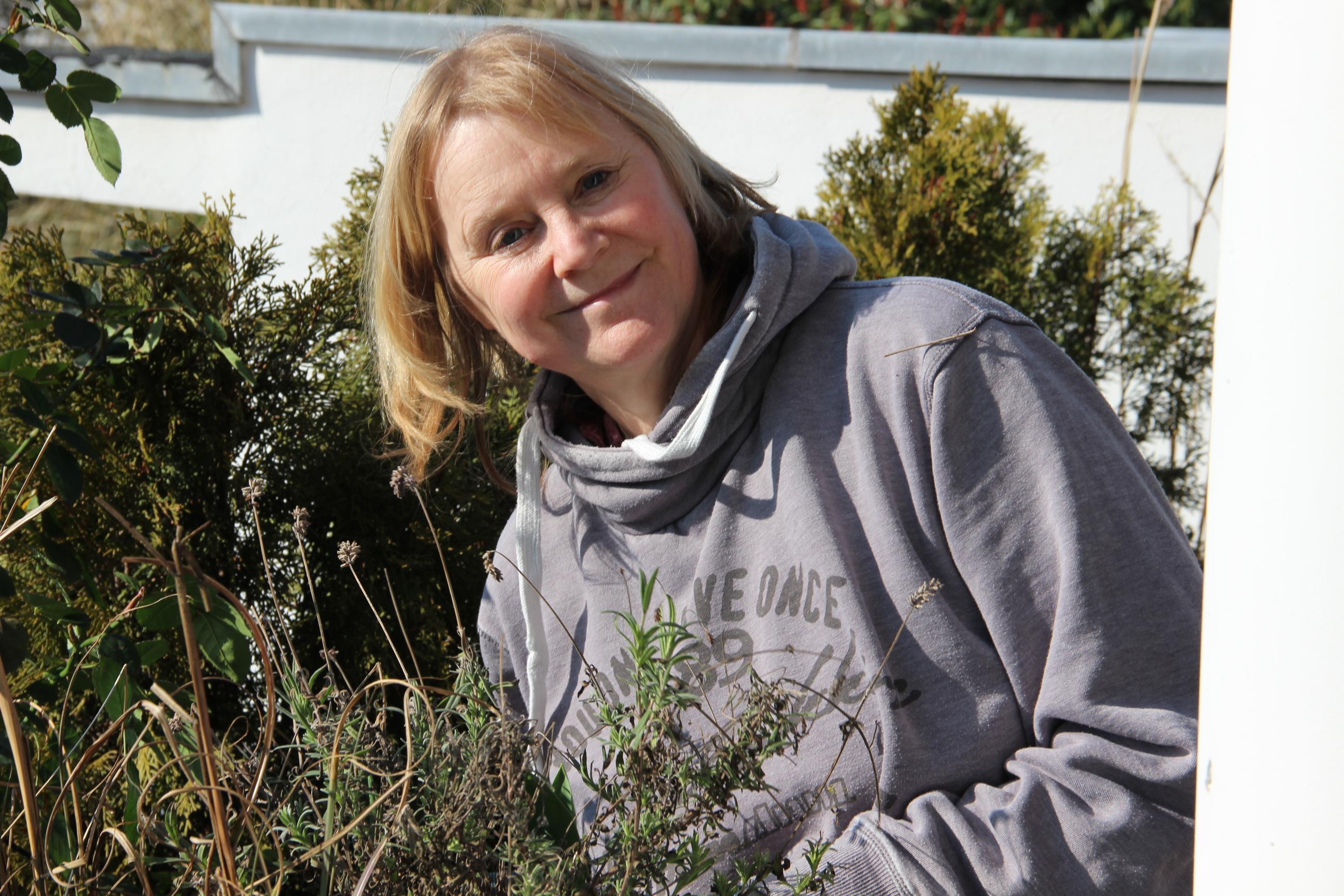 Strohballen Auf Dem Balkon Für Den Gemüseanbau Nutzen Gaertnern Auf Strohballen Gemuese Pflanzen