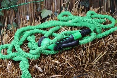 Super Gartenschlauch für die Strohballen