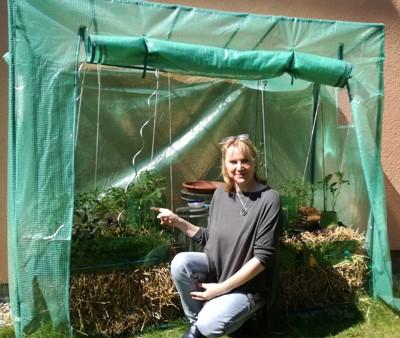 Gärtnern Auf Stroh - Alle Tipps Aus Dem Selbstversuch Gaertnern Auf Strohballen Gemuese Pflanzen